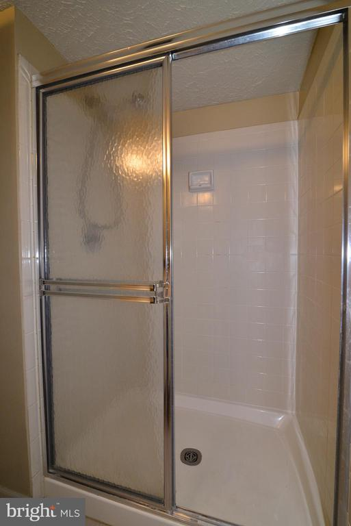 Lower Level Bath Shower - 1485 AUTUMN RIDGE CIR, RESTON