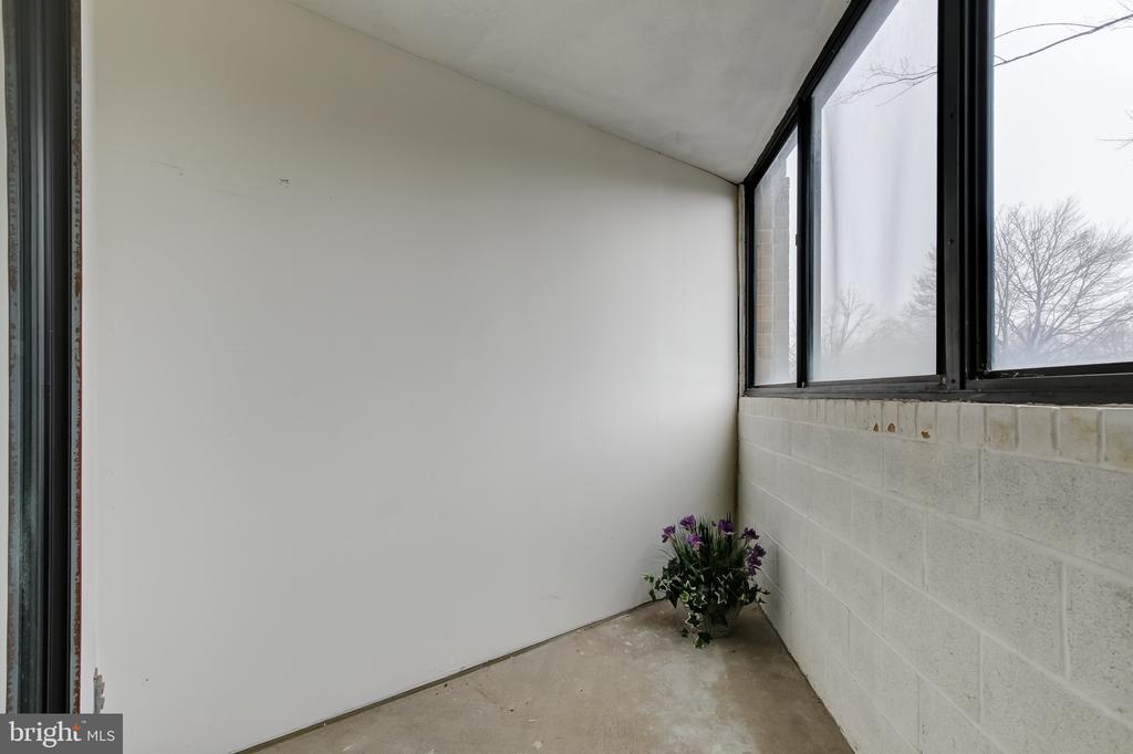 Enclosed Bonus Room! - 1951 SAGEWOOD LN #203, RESTON
