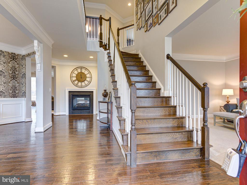 Walk In To A Gorgeous Solid Wood Staircase - 41532 BLAISE HAMLET LN, LEESBURG