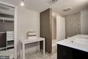Large bathroom with plenty of storage - 250 S REYNOLDS ST #1307, ALEXANDRIA