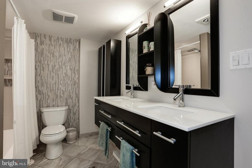 En-suite bathroom w/ dual sinks - 250 S REYNOLDS ST #1307, ALEXANDRIA