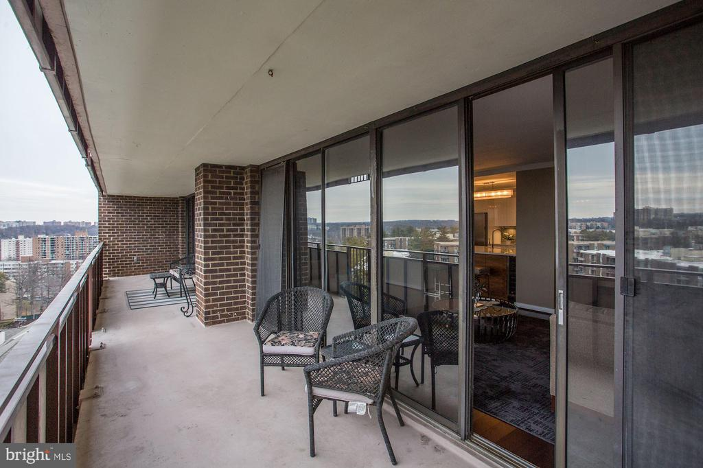 Huge 32' long balcony! - 250 S REYNOLDS ST #1307, ALEXANDRIA