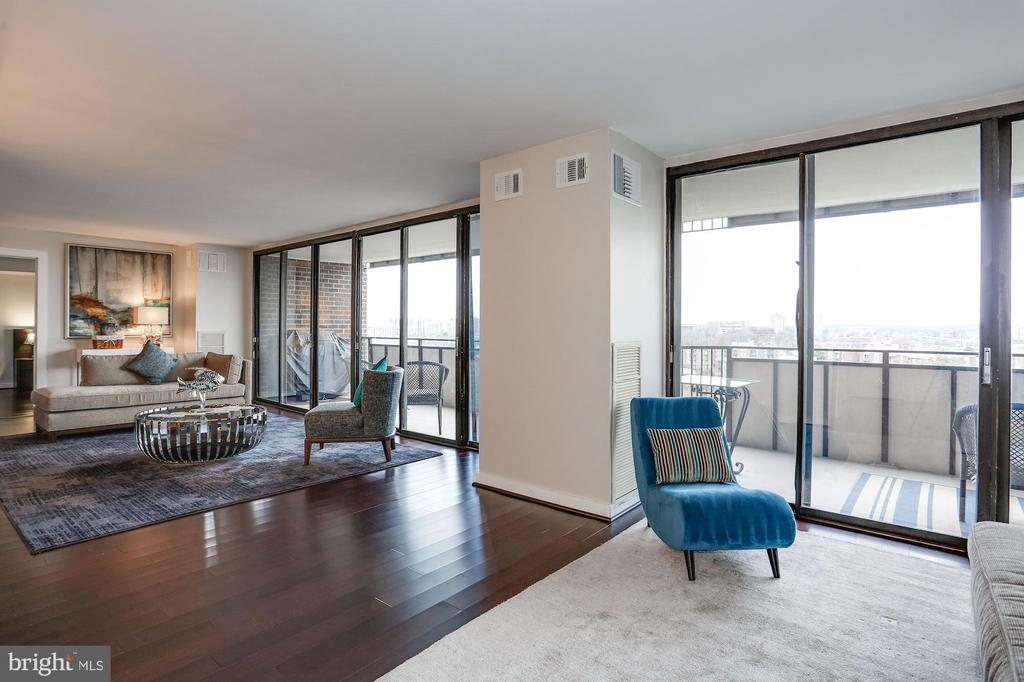 Wood floors throughout! - 250 S REYNOLDS ST #1307, ALEXANDRIA