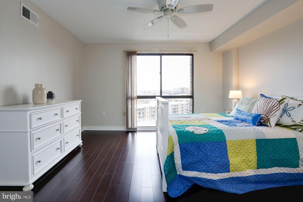 Second bedroom (also en-suite) - 250 S REYNOLDS ST #1307, ALEXANDRIA