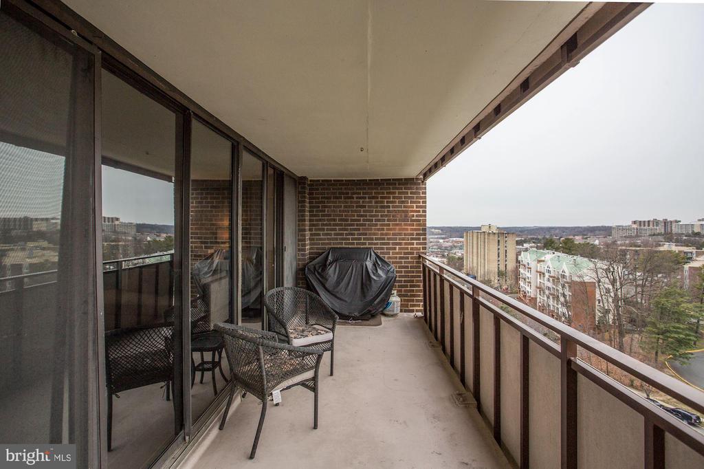 Large balcony - 250 S REYNOLDS ST #1307, ALEXANDRIA
