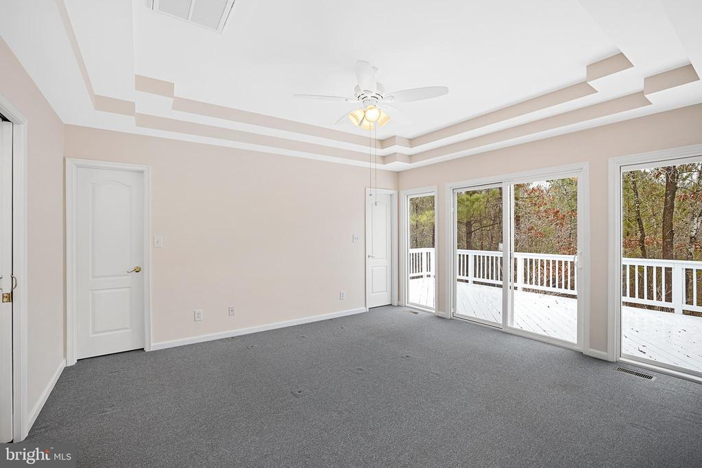 MASTER BEDROOM WITH ACCESS TO THE DECK - 9630 SOUTHLAKE DR, SPOTSYLVANIA
