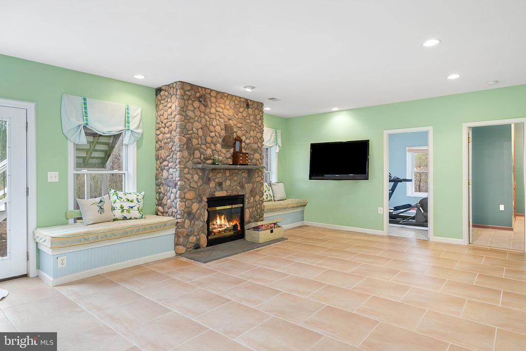 SO MANY OPTIONS FOR THIS SPACE - 9630 SOUTHLAKE DR, SPOTSYLVANIA