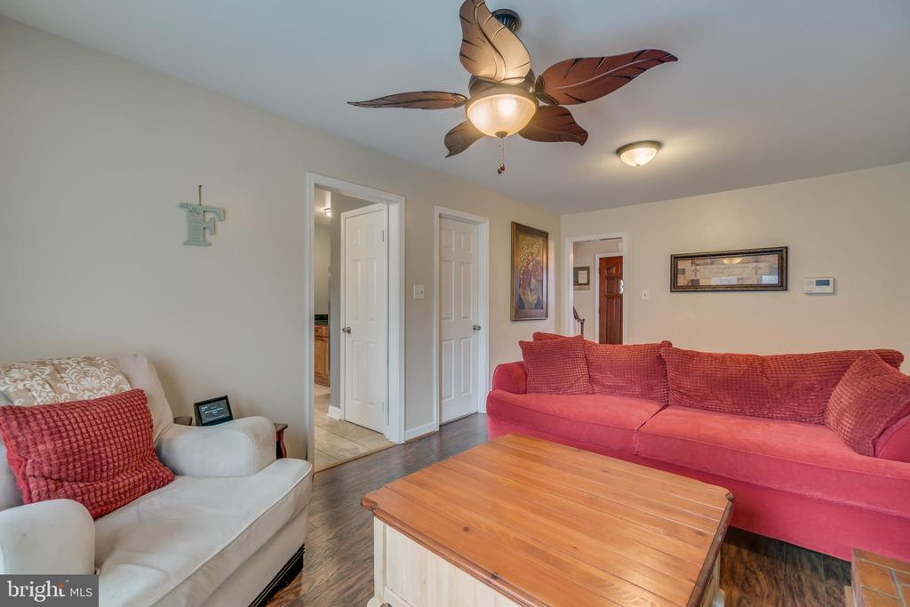 Den is just off Kitchen and has NEW Flooring - 15805 DICKERSON PL, DUMFRIES