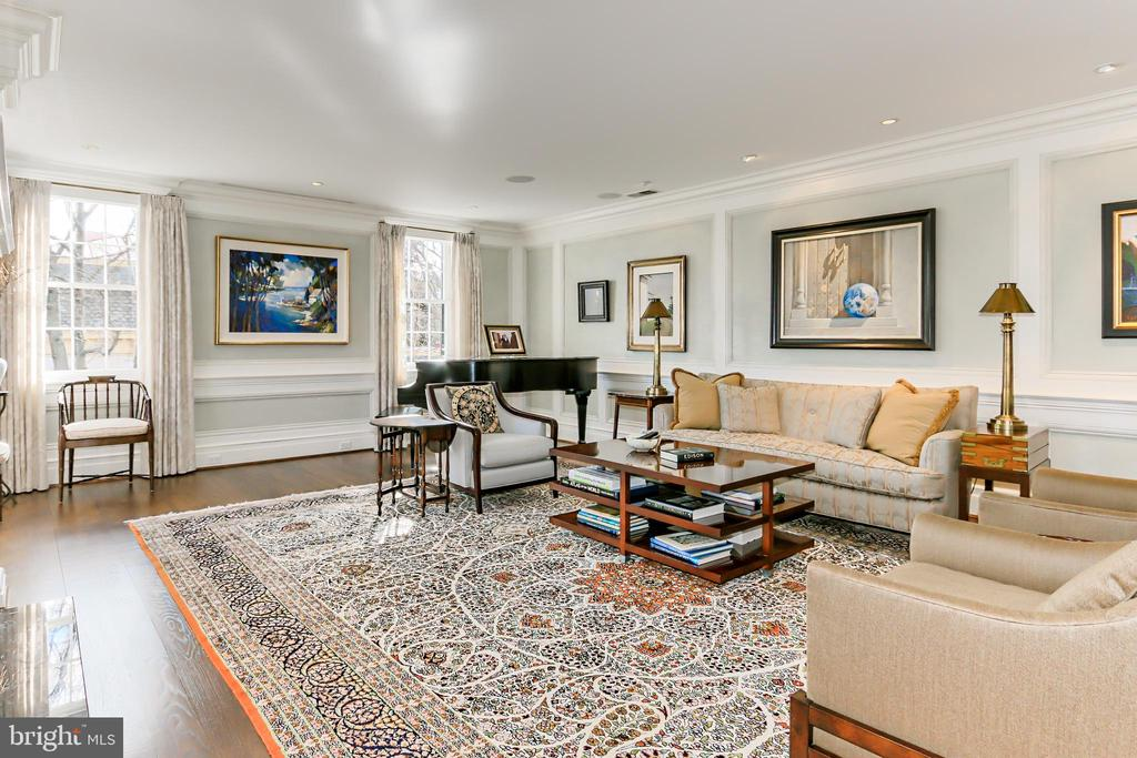 Dramatic Formal Living Room with custom millwork - 1400 34TH ST NW, WASHINGTON