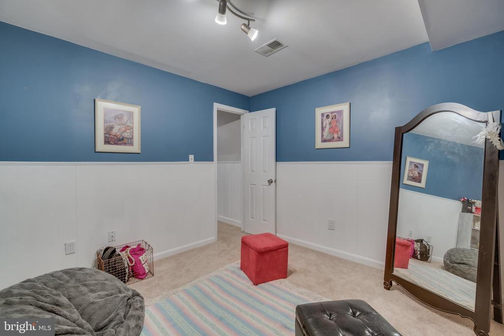 Track Lighting & Wainscoting - 15805 DICKERSON PL, DUMFRIES