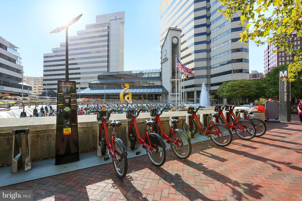 Bethesda Bike Share - 7111 WOODMONT AVE #412, BETHESDA