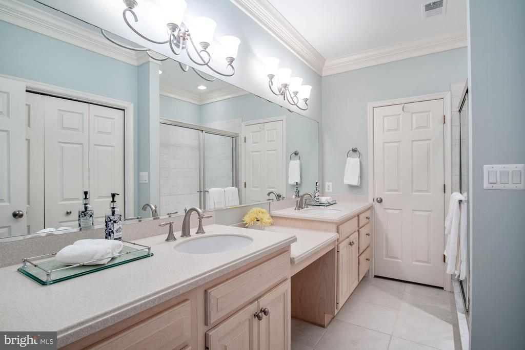 Second Master Bath with Double Vanities - 1128 ASQUITH DR, ARNOLD