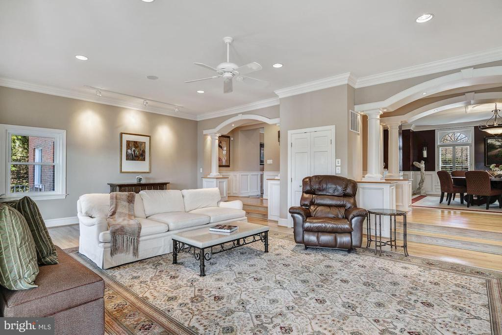 Generous Open Plan Living Room - 1128 ASQUITH DR, ARNOLD