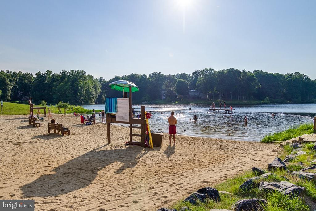 3 beaches that residents can access Lake Montclair - 15805 DICKERSON PL, DUMFRIES