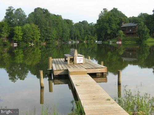 Dock on Lake Montclair - 15805 DICKERSON PL, DUMFRIES