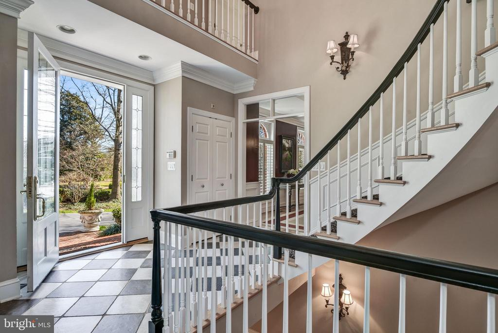 Two-story Foyer And Curved Open Stair - 1128 ASQUITH DR, ARNOLD