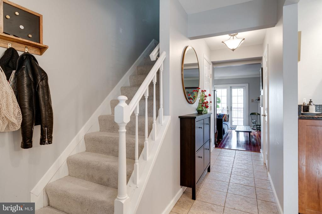 Welcoming entry - 6253 RATHLIN DR, SPRINGFIELD