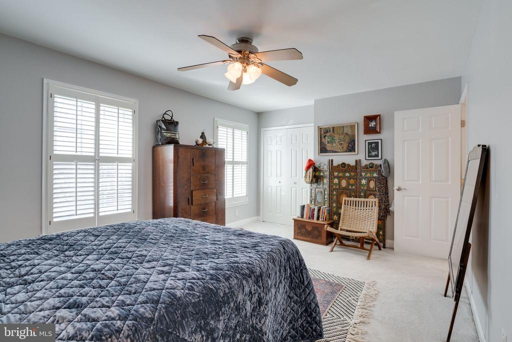 Light and bright master bedroom - 6253 RATHLIN DR, SPRINGFIELD