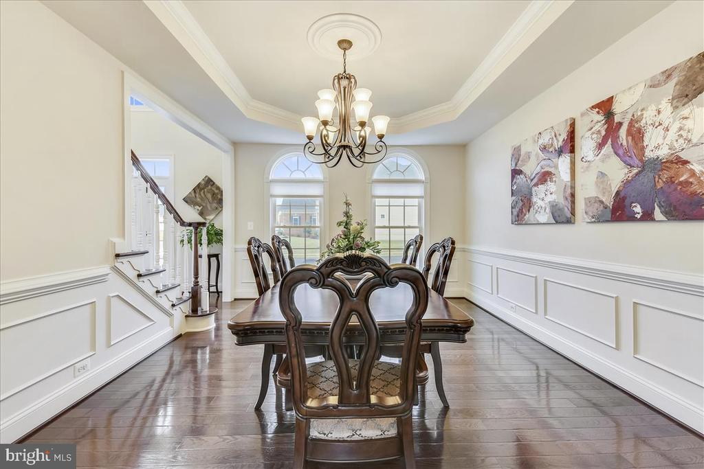 Elegant dining room w/extensive trim - 44306 KENTMERE CT, ASHBURN