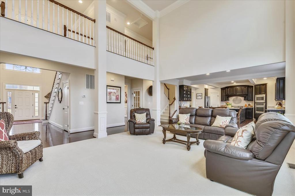 HUGE, two-story family room - 44306 KENTMERE CT, ASHBURN