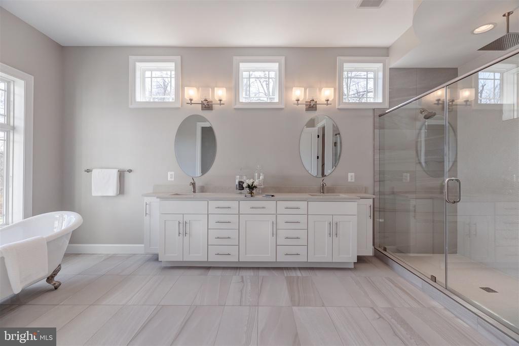 Master Bathroom - 10401 HUNTER STATION RD, VIENNA