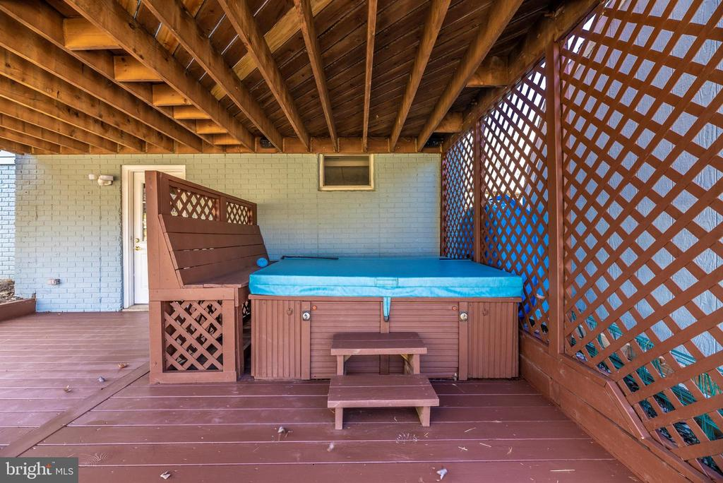 Exterior Rear/Lower Level Deck w/Hot Tub - 6024 DOUGLAS AVE, NEW MARKET