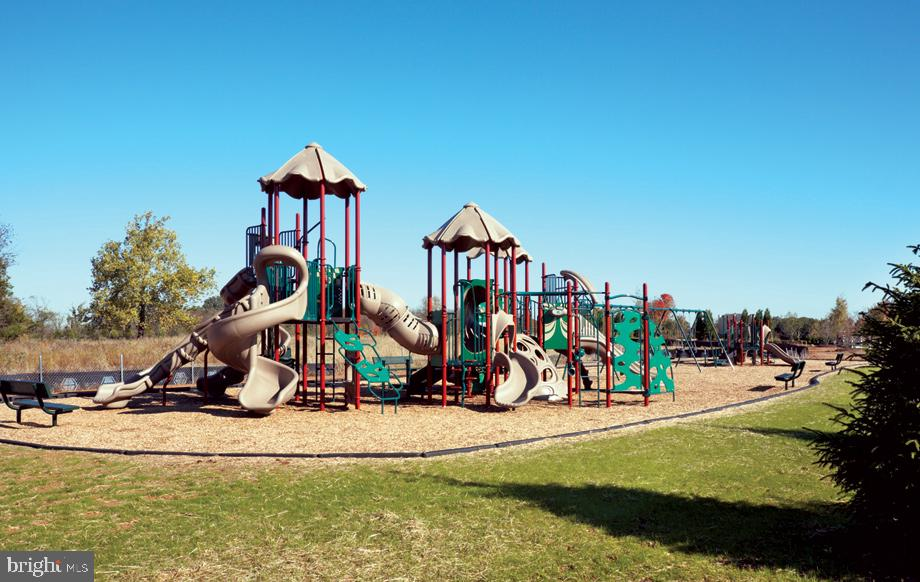 Tot/Lot Playground at Lenah Mill - 41310 SWEET AZALEA DR, ALDIE