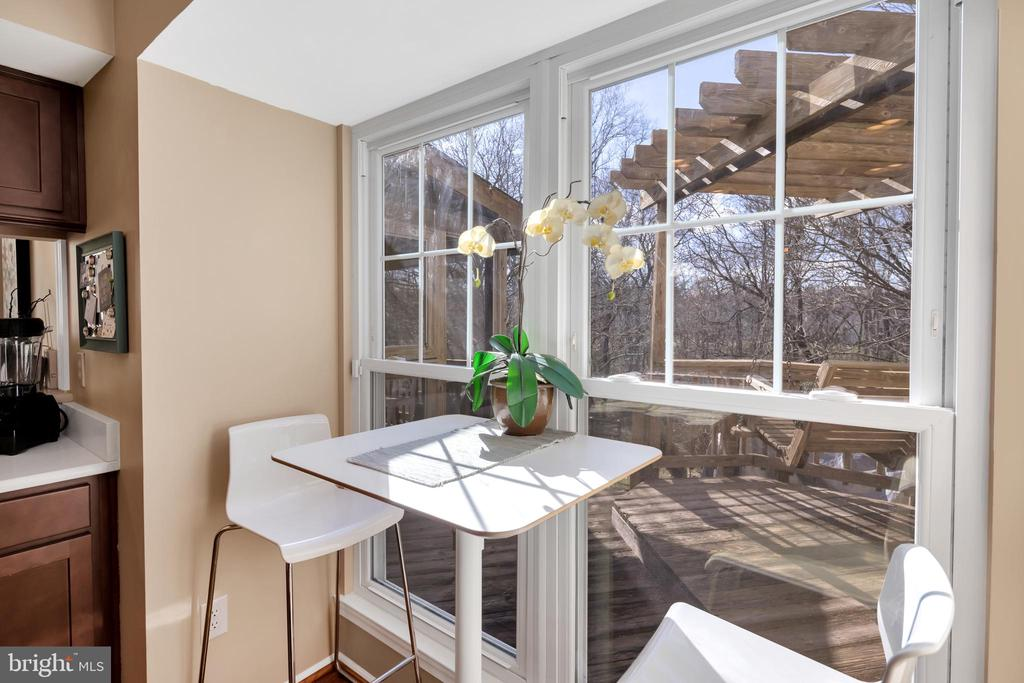 cozy breakfast space with wooded views, - 9 BROOKMEADE CT, STERLING