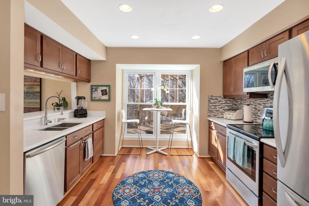 like new stainless steel appliances, - 9 BROOKMEADE CT, STERLING