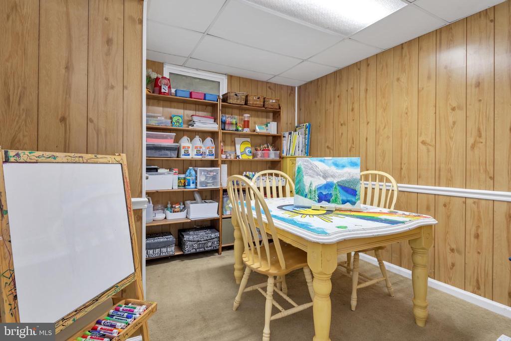 Den/playroom/hobby room - 9 BROOKMEADE CT, STERLING