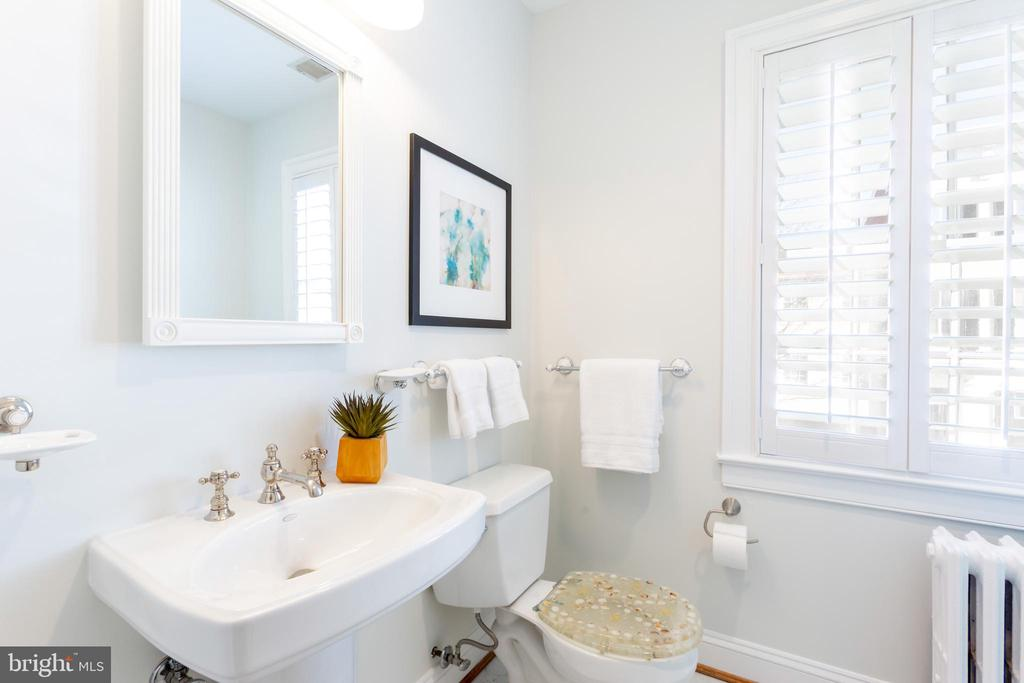Full Bathroom - 1406 29TH ST NW, WASHINGTON