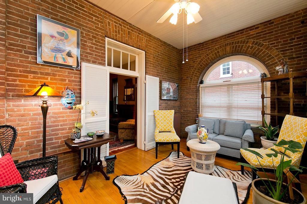 Sitting room/Solarium area off entry way - 202 S WASHINGTON ST, WINCHESTER