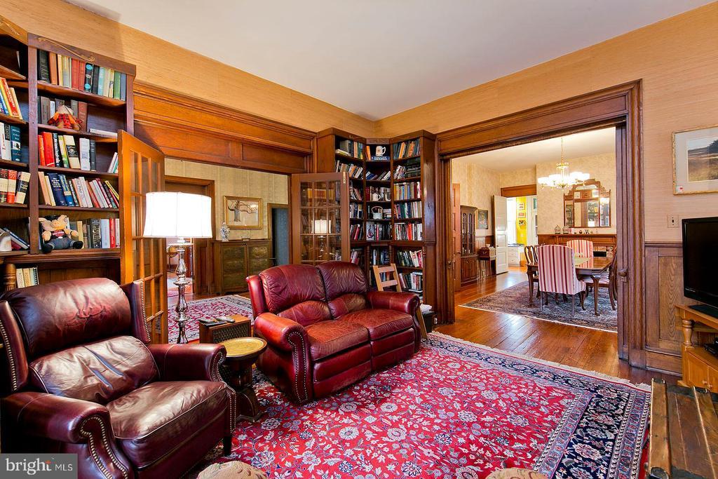 Family room on the main level - 202 S WASHINGTON ST, WINCHESTER