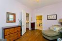 Sitting area off of master bedroom - 202 S WASHINGTON ST, WINCHESTER