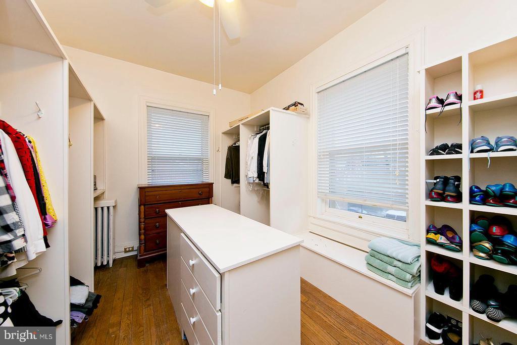 Master bedroom walk-in closet/dressing room - 202 S WASHINGTON ST, WINCHESTER