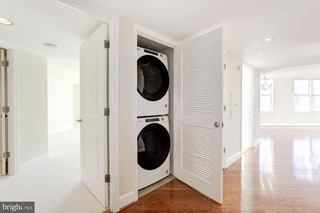 Washer and Dryer in Unit - 11800 SUNSET HILLS RD #1108, RESTON