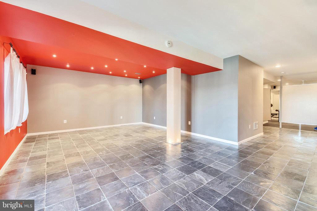 Recreation Room With Recessed Lights - 47640 PAULSEN SQ, STERLING