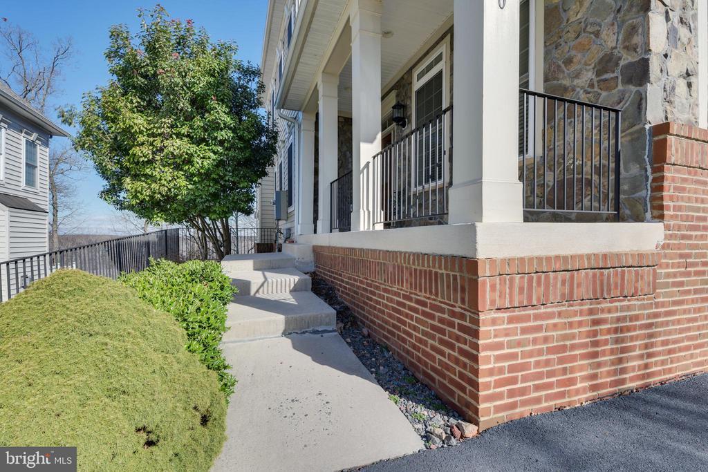 Front Walkway - 47640 PAULSEN SQ, STERLING