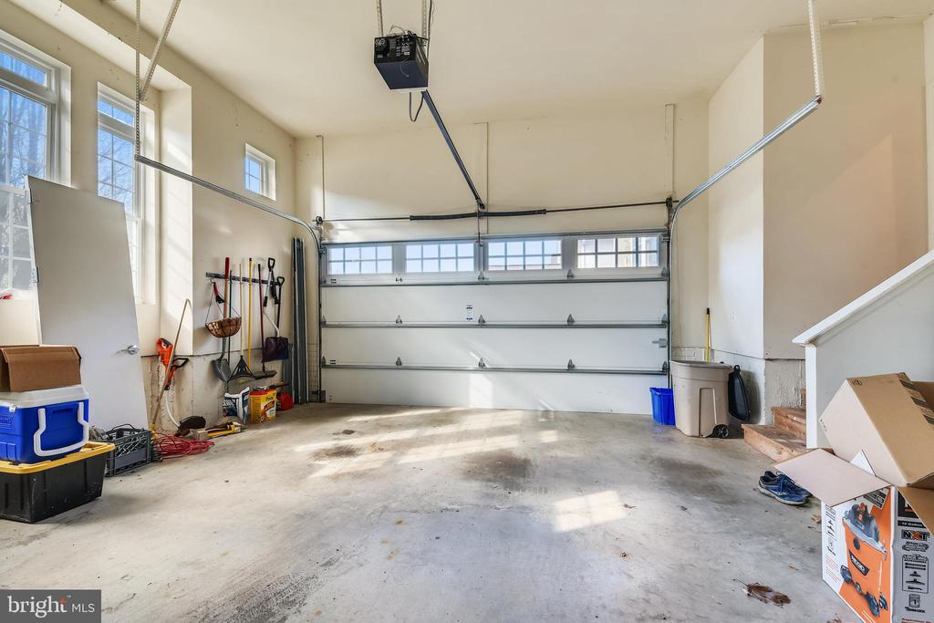 Garage - 47640 PAULSEN SQ, STERLING
