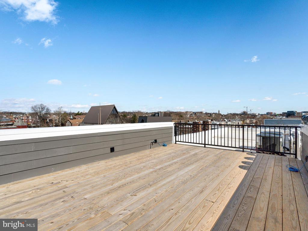 Roof Deck w/gas for grill and water for wet bar. - 1530 3RD ST NW #2, WASHINGTON