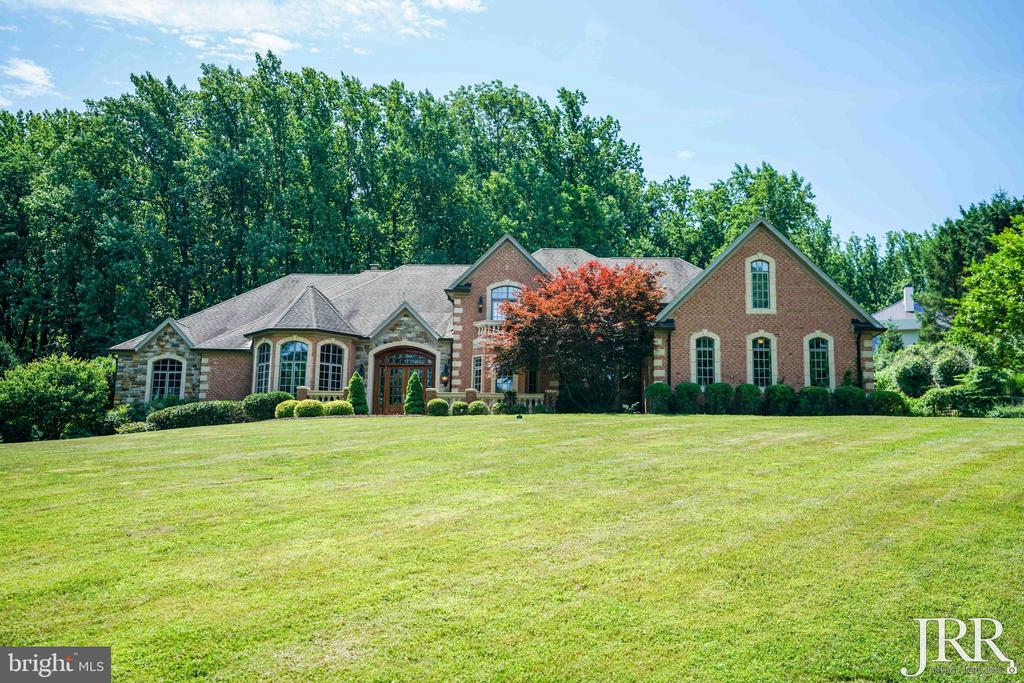 Welcome to Luxury 8544 Leisure Hill Drive - 8544 LEISURE HILL DR, BALTIMORE