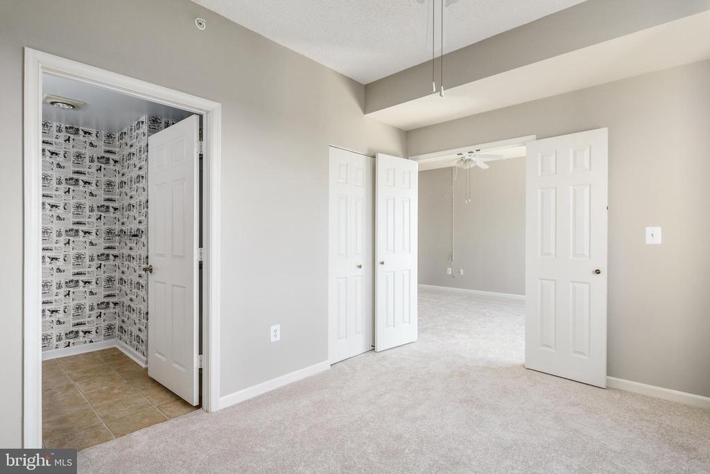 Second bedroom with en suite full bath - 19375 CYPRESS RIDGE TER #602, LEESBURG