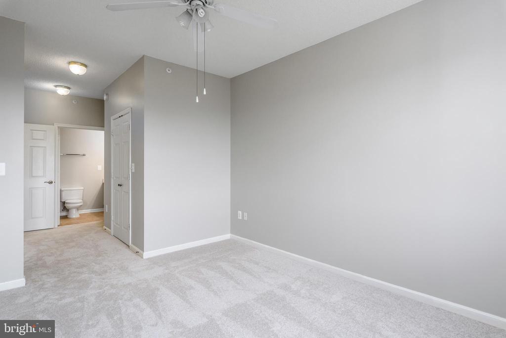 Master Bedroom / Owners Suite - 19375 CYPRESS RIDGE TER #602, LEESBURG