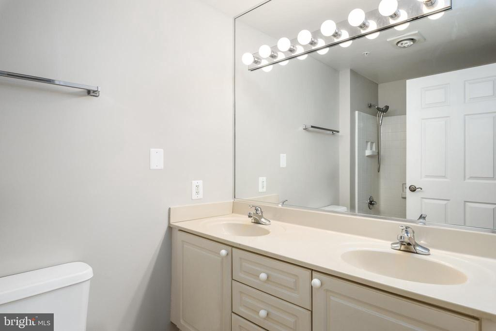 Master Bathroom - 19375 CYPRESS RIDGE TER #602, LEESBURG