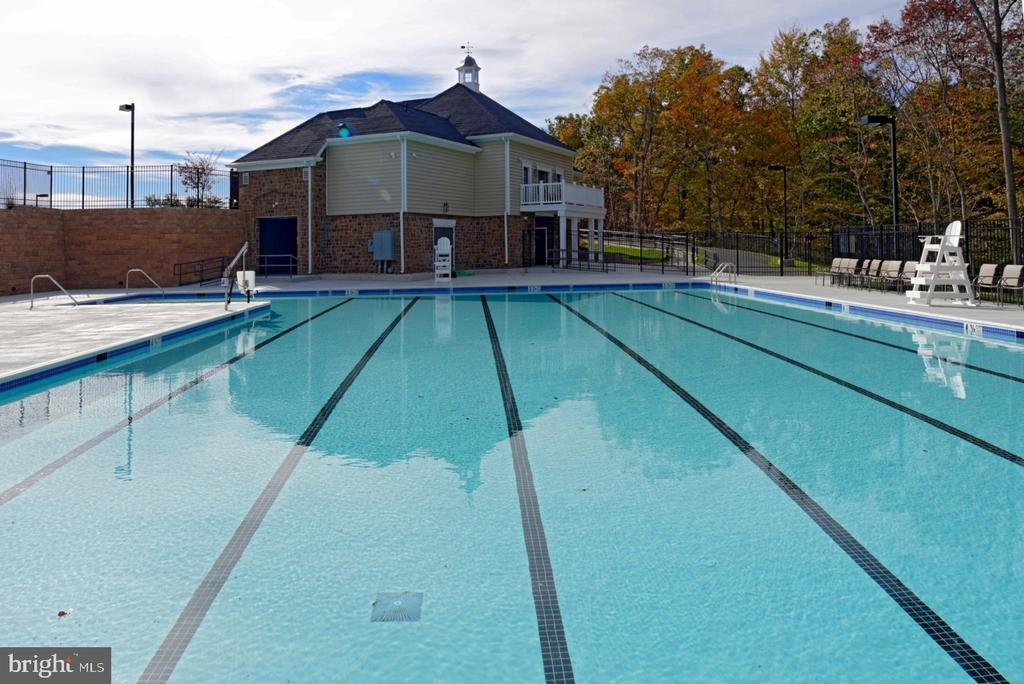 Community Pool and Clubhouse - 8 LAMPLIGHTER LN, STAFFORD