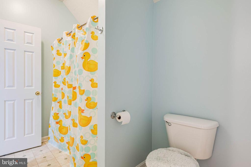 Jack and Jill Upper Bathroom - 350 ANGELS WAY, WINCHESTER
