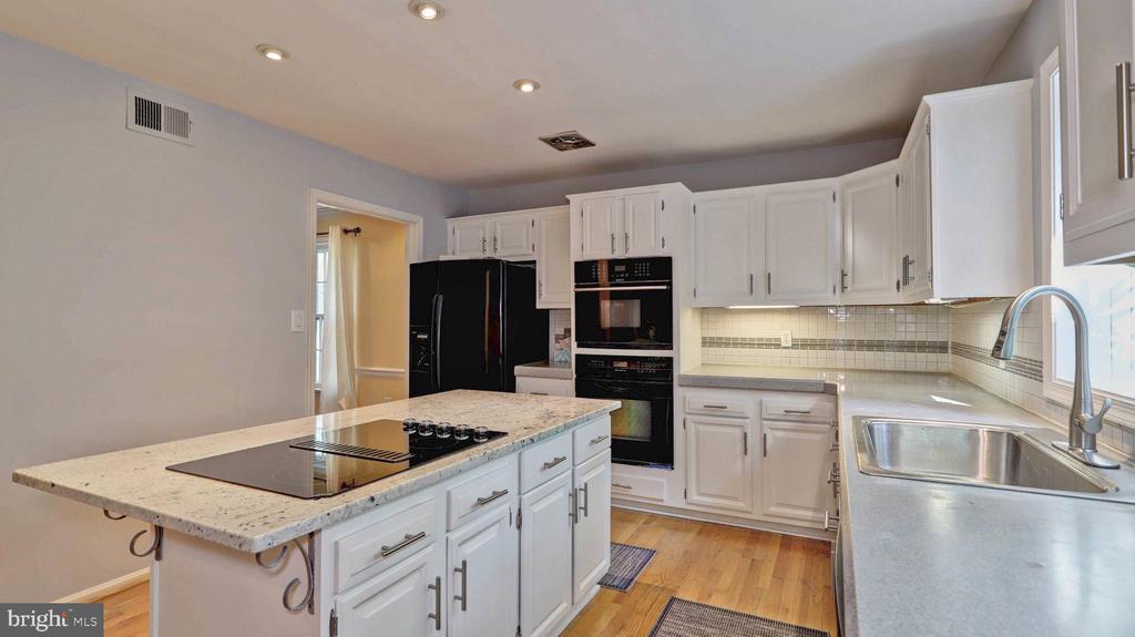 Gourmet kitchen... - 7504 GLENNON DR, BETHESDA