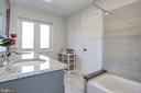 Second level bath - 1412 COVENTRY LN, ALEXANDRIA