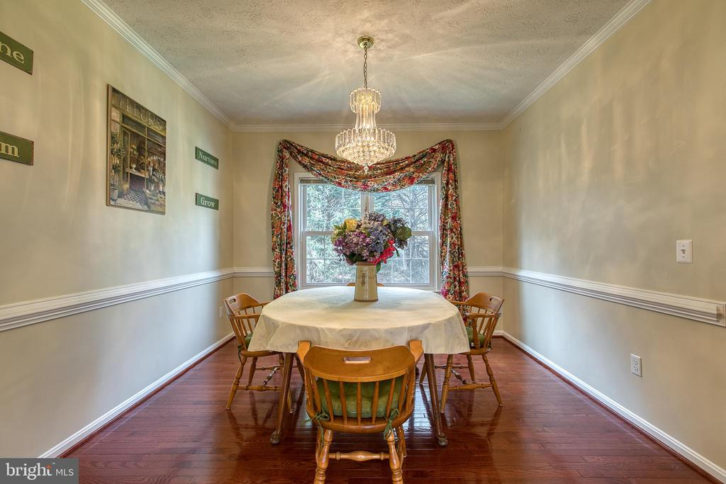 Formal dining room with chair rail & crown molding - 118 NORTHAMPTON BLVD, STAFFORD