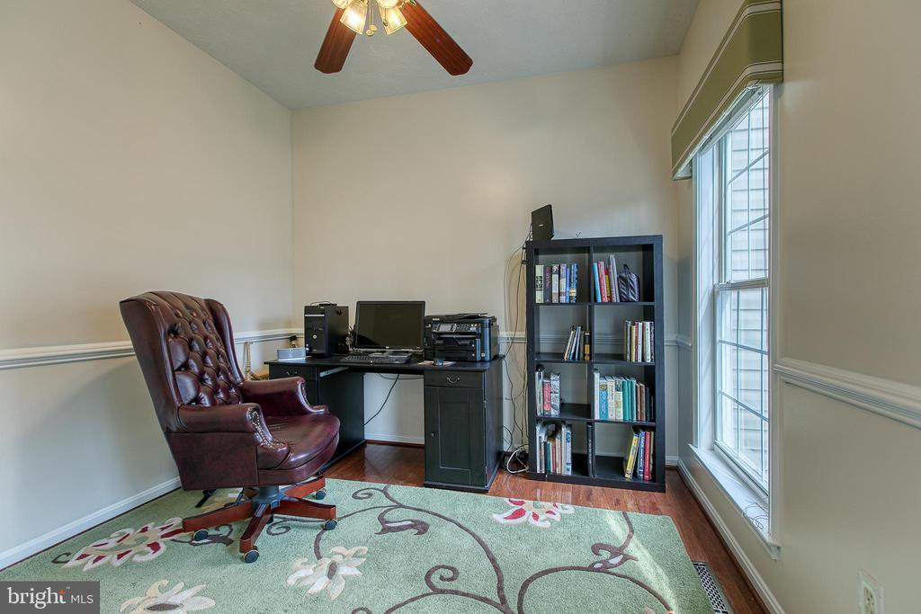 Office/den with chair rail and wood floors. - 118 NORTHAMPTON BLVD, STAFFORD
